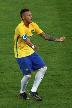 Neymar Photos - Neymar of Brazil reacts after scoring during the Men's Football Final between Brazil and Germany at the Maracana Stadium on Day 15 of the Rio 2016 Olympic Games on August 20, 2016 in Rio de Janeiro, Brazil. - Brazil v Germany - Final: Men's Football - Olympics: Day 15