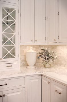 Marble subway backsplash - Kitchen (Calacatta)