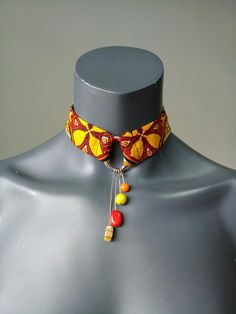 Diy African Jewelry, African Beads Necklace, African Accessories, Jewelry Crafts, Jewelry Art, Handmade Jewelry, Fashion Jewelry, Jewelry Design, Diy Fabric Jewellery