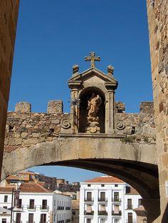 Cáceres > Old Arch  Spain