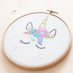 Miss Katiuska - BASTIDOR BORDADO UNICORNIO // Embroidery wall art Unicorn
