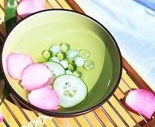 Uborkás ránctalanító arcvíz Honeydew, Fruit, Ethnic Recipes, Food, Creative, Honeydew Melon, Essen, Yemek, Meals