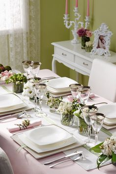 Dining Table 2020 – How wide should my dining table be - Home Ideas White Built Ins, Entertainment Table, Centerpieces, Table Decorations, Table Arrangements, Elegant Table, Holiday Tables, Tablescapes, Table Settings