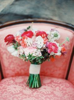 Pretty bouquet: http://www.stylemepretty.com/little-black-book-blog/2015/03/26/colorful-spring-botanical-gardens-wedding-inspiration/ | Photography: Lauren Gabrielle - http://laurengabrielle.com/