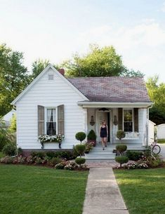 Farmhouse Landscaping Front Yard 99 Gorgeous Photos (19) #landscapingfrontyard  #LandscapingFrontYard