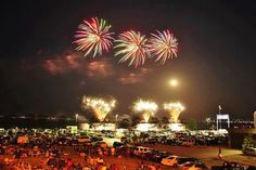 Fireworks at the Lakefront by Margaret Lucy by Newaukee, via Flickr