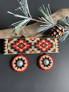 Navajo Women, Indian Accessories, Beadwork Designs, Navajo Rugs, Blueberry Cake, Hair Beads, Bead Weaving, Beautiful Hands, Nativity