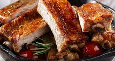 Lo mejor de las costillas de cerdo es sin duda alguna la parte crujiente de fuera… ¿Y cómo puede estar mejor que sabiendo a miel y a mostaza? Aunque los dos sabores por separado parezcan que peguen más bien poco, junt&a