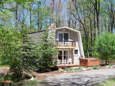 """Vacation rental home """"Memory Maker"""" Minutes from Deep Creek Lake MD activities.  •Short distance to Wisp Ski Resort.  •Gas fireplace for relaxing times.  •Outdoor Hot Tub for those special evenings.  •Equally Perfect for romantic get-a- ways or family outings."""