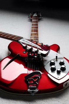 Guitar Rig, Jazz Guitar, Cool Guitar, Guitar Tabs, Beatles, Rickenbacker Guitar, Gretsch, Music Theory Guitar, Guitar Photos