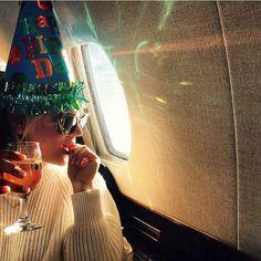 Pin for Later: Elles Ont Fait Quoi les Célébrités Pendant le Weekend de Thanksgiving?  Kaley Cuoco est partie en voyage pour célébrer son anniversaire.