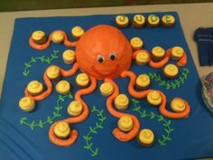 Octopus cake and mini cupcakes Pull Apart Cupcake Cake, Pull Apart Cake, Cute Cupcakes, Cupcake Cookies, Cupcakes Kids, Decorated Cupcakes, Octopus Cake, Foundant, Cake Creations
