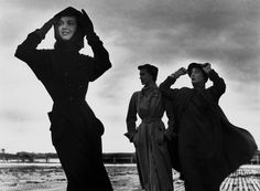Robert Doisneau, Bettina avec deux tops, Vogue Paris, septembre 1949 © Robert Doisneau/GAMMA RAPHO http://www.vogue.fr/mode/news-mode/diaporama/la-saga-bettina-graziani-s-expose-a-milan/19875#!5