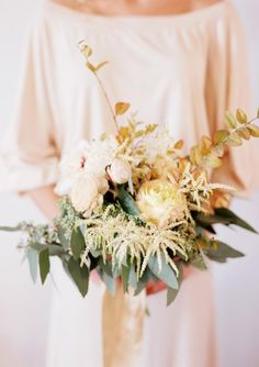 Relaxed, shabby chic wedding bouquet