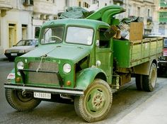 An old Bedford truck with crane attachment seen in Malta. Vintage Vans, Vintage Trucks, Classic Trucks, Classic Cars, Malta Bus, Bedford Truck, Mercedes Benz Unimog, Old Lorries, Old Models