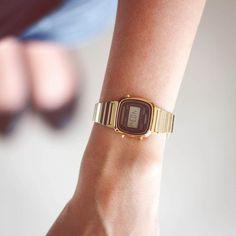 1c9e3369e47 Relógio Casio Vintage Mini Preto Dourado