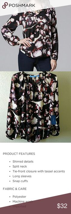 "🎀CLEARANCE🎀 Simply Vera Vera Wang Blouse Brand new Simply Vera Wang Top. Approx. 29"" L. Armpit to armpit approx 23"".  No stains or damages. This listing has been host picks a few times as well. Simply Vera Vera Wang Tops Blouses"