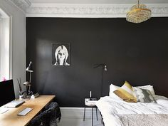 Binnenkijken in een zwart-wit appartement / www.woonblog.be - en die lamp tegen de muur