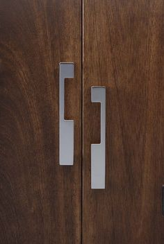 Part of the Top Knobs Sanctuary II Collection of decorative hardware - TK259PC Modern Metro Notch Pull B 5 Inch (c-c). Polished Chrome finish.