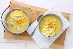 Een lekkere kerriesoep met rijst en ei maak je makkelijk zelf. De soep staat binnen 30 min op tafel en maak je zonder pakje. Voeg nog wat kipfilet toe