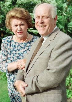 Creator of Keeping Up Appearances on the real life Hyacinth Buckets - Mirror Online British Tv Comedies, Classic Comedies, British Comedy, British Actors, Classic Films, American Actors, Clive Swift, Keeping Up Appearances, Comedy Tv