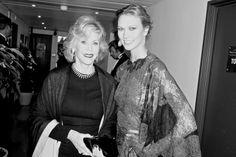 Jane Fonda, égérie L'Oréal Paris et Karlie Kloss en robe Valentino et bijoux Chopard http://www.vogue.fr/sorties/on-y-etait/diaporama/dans-les-coulisses-de-cannes-jour-1-1/18743/image/1000430#!jane-fonda-egerie-l-039-oreal-paris-et-karlie-kloss-en-robe-valentino-et-bijoux-chopard-a-la-sortie-de-la-projection-du-film-grace-de-monaco