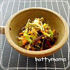 山菜がいっぱい採れる季節になりました〜  battymamaは、実は山菜がちょっぴり苦手〜★ せっかく いただいた山菜を美味しくいただきたいから〜 こんなお料理をお義母さんに教えてもらいました(o^^o)♡  これだったら 美味しく食べる事ができました♪〜 - 102件のもぐもぐ - 昆布つゆ de わらびのかみかみ和え☆ by battymama