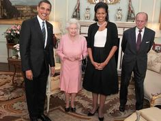 Former US President Barack Obama and his wife Michelle Obama pose for photographs with Queen Elizabeth II and Prince Philip, Duke of Edinburgh during an audience at Buckingham Palace on April 2009 Michelle Obama, Pictures Of Queen Elizabeth, Queen Elizabeth Ii, Prince William And Kate, Prince Philip, Prince Harry, Prince Charles, Charlie Hunnam, Ben Affleck