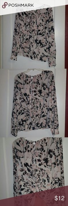 Floral top Floral long sleeved top with twisted open back. Forever 21 Tops Blouses