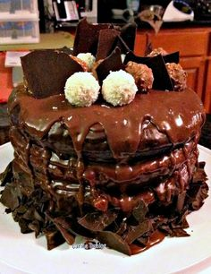 Heavenly Chocolate Cake, and mark my words, this is pure heavenly! and what a jaw dropper! #cake #chocolate #celebration