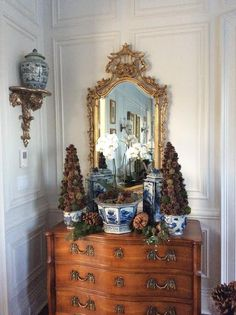 Decking my halls....enchanted style! - The Enchanted Home
