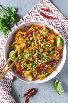 Spicy Chicken Pad Thai - - Amazing food - so delicious ! -Easy Spicy Chicken Pad Thai - - Amazing food - so delicious ! Thai Recipes, Asian Recipes, Whole Food Recipes, Chicken Recipes, Cooking Recipes, Healthy Recipes, Healthy Breakfasts, Healthy Snacks, Protein Snacks
