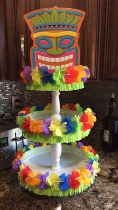 Super Cool Pool Party Ideas for Kids Luau themenorientierter Kuchenstand Aloha Party, Luau Theme Party, Hawaiian Luau Party, Hawaiian Birthday, Tiki Party, Hawaiin Theme Party, Moana Party, Moana Birthday Party, Luau Birthday Parties