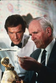 Still of Roger Moore and Desmond Llewelyn in Octopussy