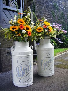 Wedding milk churns... would definately suit a typically dutch wedding!