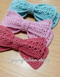 Crochet Bows Free Pattern, Crochet Bow Ties, Crochet Hair Bows, Crochet Hair Accessories, Crochet Flower Patterns, Crochet Stitches Patterns, Cute Crochet, Knit Crochet, Bowtie Pattern