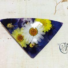 三角押し花バレッタ ビオラネイビー|ヘアアクセサリー|みさちん fleurien |ハンドメイド通販・販売のCreema
