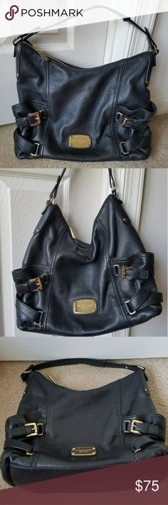 Michael Kors Black Leather Hobob Shoulder Bag Excellent Pre-owned Condition! Clean interior lining! Fast Immediate Priority Shipping! Please visit my closet for additional designer items. Thank you. Michael Kors Bags Shoulder Bags