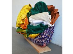 34 x 55 x 50. Alfombra, telas, cartón. / Carpet, fabrics, cardboard.