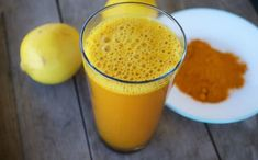 You have probably heard about lemon water and its many health benefits, but have you tried adding turmeric to it? Combining lukewarm lemon water and turmeric makes a powerful healing beverage Detox Tee, Turmeric Lemonade, Lemon Water In The Morning, Healthy Drinks, Healthy Recipes, Healthy Detox, Healthy Food, Health Remedies, The Cure