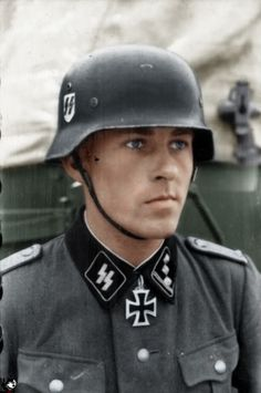 """Ww2 • Ss-Sturmbannführer Fritz Rentrop. He was awarded the Knight's Cross on October 13, 1941 for taking a railway bridge across river Desna near Makoshino/Russia with only four soldiers of his unit (2nd Battery/Ss-Flak-Abteilung 2 """"Das Reich""""). As 1st Staff Officer of iv. Ss-Panzerkorps on February 2, 1945 he was captured, seriously injured by the red army in Hungary and is missing since then"""
