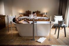 Suite Panorama, 40 m² Design Hotel, Wellness Hotel Tirol, Hotels, Modern, Conference Room, Bathtub, Bathroom, Table, James Bond