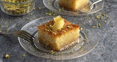 Greek Ravani recipe by Greek chef Akis Petretzikis. This traditional Greek dessert is a moist and flavorful sweet semolina cake soaked in an aromatic syrup! Greek Desserts, Greek Recipes, Greek Cookies, Semolina Cake, Perfect Food, Dessert Recipes, Yummy Food, Sweets, Baking