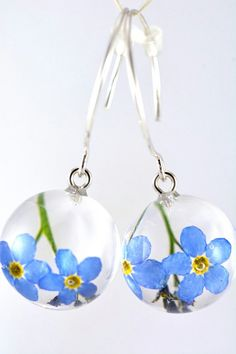 Articles similaires à Blue Nots Earrings, Earrings with Real Forget me not Flowers in resin spheres on a Silver Hooks, Silver Earrings, Natural earrings, Handmade sur Etsy Forget Me Not, Resin Art, Diy And Crafts, Jewelery, Sparkle, Drop Earrings, Christmas Ornaments, Trending Outfits, Unique Jewelry
