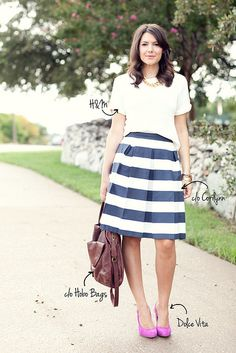 This outfit is perfect! combines all my loves (stripes, a strong necklace, fit and flare skit, pop of color...) The only thing here that doesn't suit me is the bag. But otherwise... !