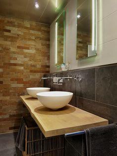 combinatie van een strakke radiator van vasco en het moderne, Badkamer