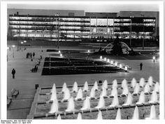 Palast der Republik April 1976   repined by Chirimoyatours Peru Reiseveranstalter.