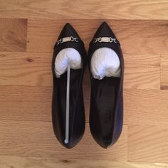 Black Gucci Pointy pumps New, leather, comes with gucci box; see Gucci shoe size chart in pic 3 for conversion Gucci Shoes Heels