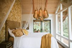 Stay off the grid, in the air, on the Big Island of Hawaii. $200 a night. hawaiian-treehouse-tiny-house-vacation-in-hawaii-kristie-wolfe-002