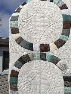 I quilted this for Dale at the end of September, but as it was a Christmas gift, I couldn't post photo's until now. I am super happy with how this turned out though. Free Motion Quilting, Hand Quilting, Man Cave Quilts, Machine Quilting Designs, Quilting Ideas, Sew Kind Of Wonderful, Double Wedding Rings, Wedding Ring Quilt, Girls Quilts